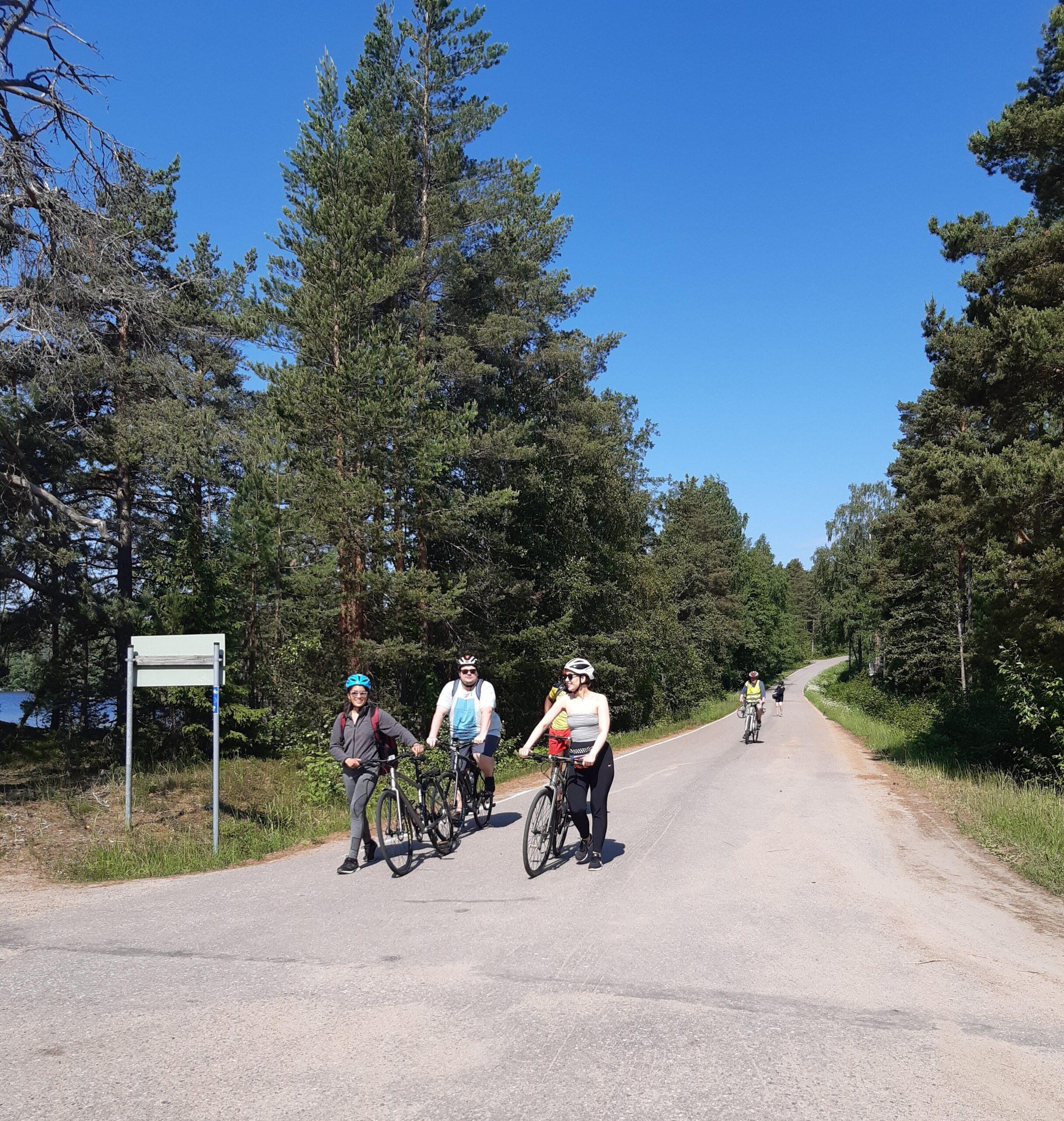 LAB Ammattikorkeakoulun opiskelijoista koostuva testiryhmä pyöräilemässä